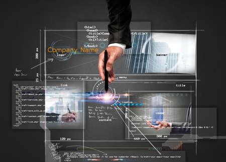 Geschäftsmann baut eine moderne Website-Struktur mit einem Stift