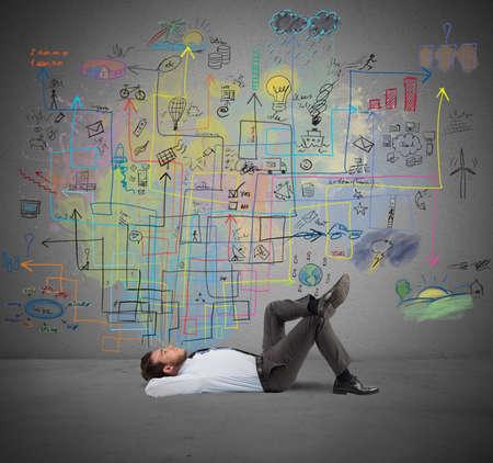 creativity: Бизнесмен думает о новой творческого проекта Фото со стока