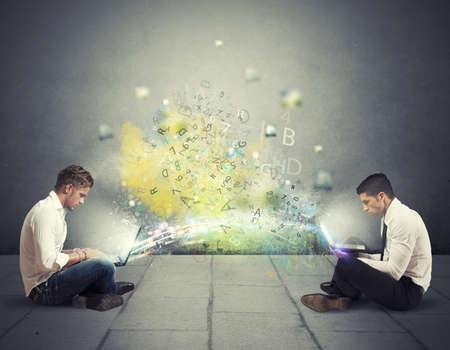 Begreppet internetdelning och sociala nätverk Stockfoto