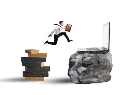 사업가 노트북에 책에서 점프와 기술 이전의 개념 스톡 콘텐츠