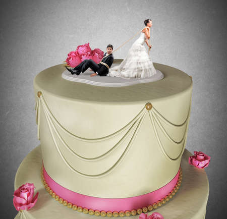 Concepto divertido de atado y atrapado por el matrimonio