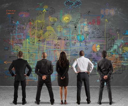 growth: Equipo de negocios que drena un nuevo proyecto complejo Foto de archivo