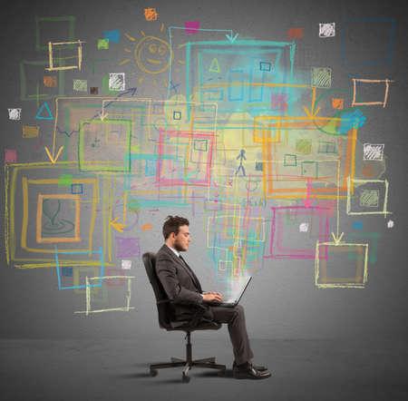 조직: 사업가 노트북 크리 에이 티브 프로젝트에 대해 작동 스톡 콘텐츠