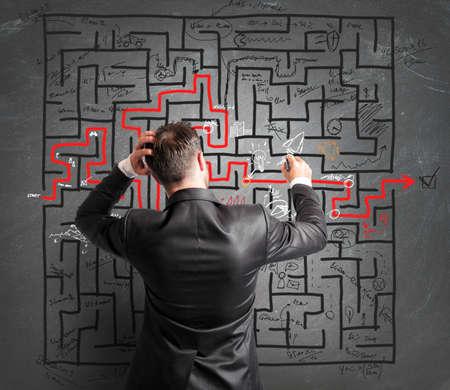 問題とビジネスマンの混乱の概念 写真素材
