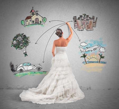 church flower: Una donna che organizza il suo matrimonio con una bozza di progetto