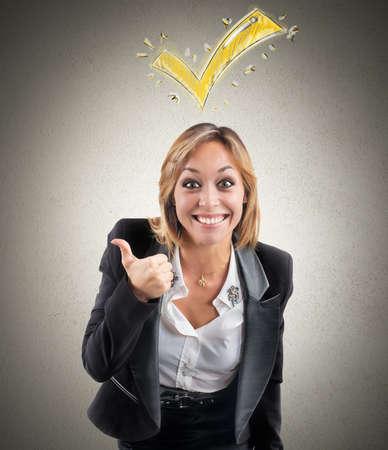 optimismo: Concepto Aprobado con gesto bien de una empresaria