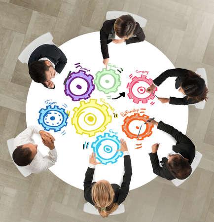 zusammenarbeit: Teamarbeit und Integrationskonzept mit Getriebe Lizenzfreie Bilder