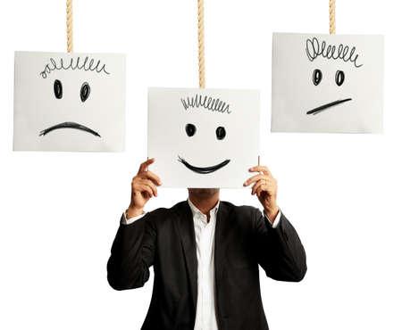 cara triste: Hombre de negocios que selecciona la expresión positiva derecha