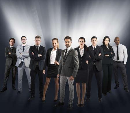 Concepto de equipo de apoyo global con un equipo de la empresa
