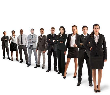 mujeres juntas: Concepto de trabajo en equipo con el equipo de la compañía en el fondo blanco