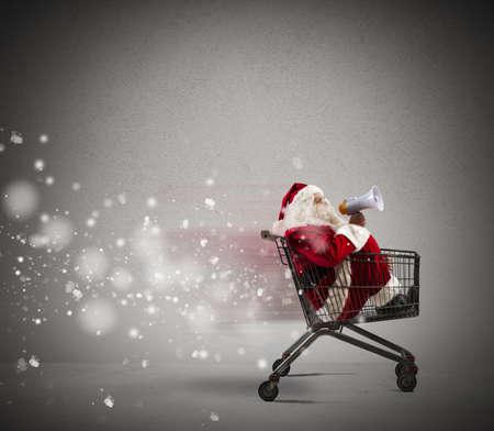 Fast Santa Claus announcement in a shopping cart Foto de archivo