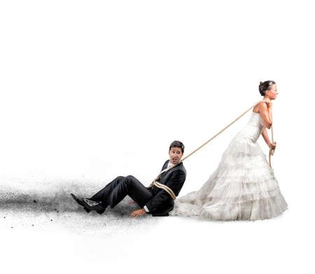 conflicto: Concepto divertido de atado y atrapado por el matrimonio