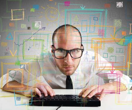 조직: 사업가의 PC에 대한 통계 및 다이어그램을 확인 스톡 콘텐츠