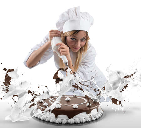 과자 요리사 크림과 초콜릿 케이크를 준비