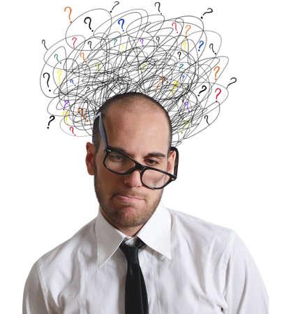 interrogativa: Un hombre de negocios estresado y confundido por trabajo Foto de archivo