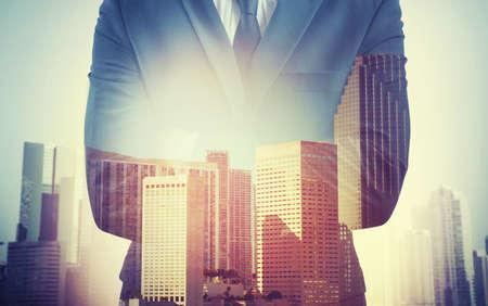 compromiso: Hombre de negocios por compromiso de trabajo trata de liderazgo Foto de archivo