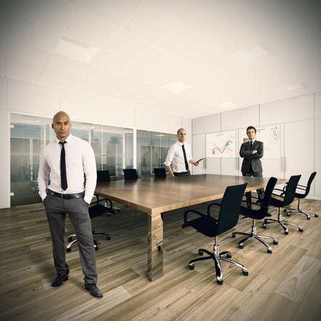 recurso: Os empresários que trabalham juntos em uma empresa