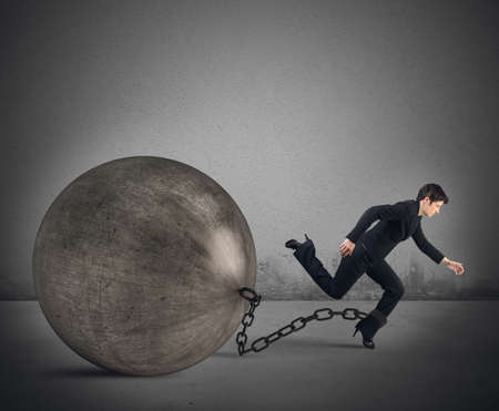escape: Businesswoman tries to escape despite the weight