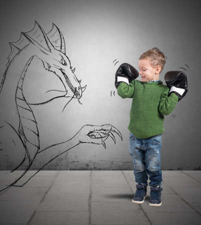 strong boy: Small boxer plays to defeat a dragon