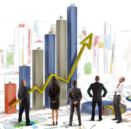 팀은 그래픽과 회사의 이익을 분석 스톡 콘텐츠