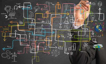 실업가가 이익을 높이는 해결책을 찾는다. 스톡 콘텐츠