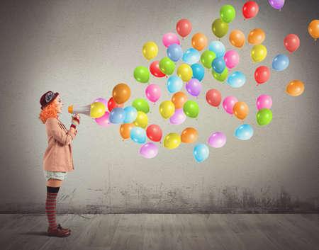 Clown grappig en creatief geschreeuw kleurrijke ballonnen