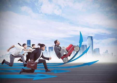 exito: Hombres de negocios en la carrera para el crecimiento financiero