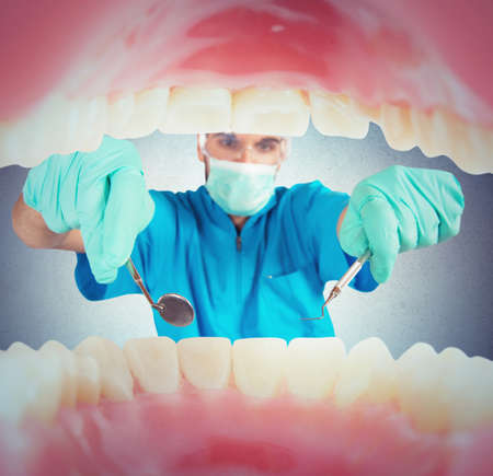 test probe: Dentist takes care of the dental plaque