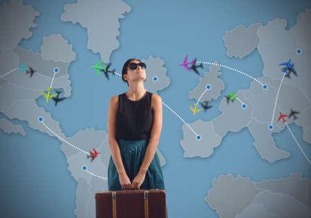 путешествие: Globetrotting женщина ищет нового назначения Фото со стока