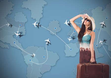 新しい休暇の目的地を探している女性