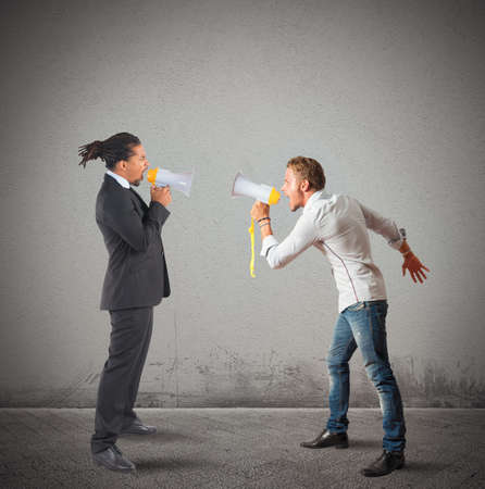 accuse: Company employee contrasts his boss screaming stronger