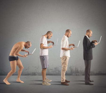 technologie: Evolution od shrbený člověka k úspěšného muže Reklamní fotografie