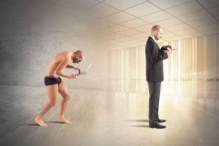 wealthy lifestyle: Evoluzione di uomo d'affari con la tecnologia e la conoscenza