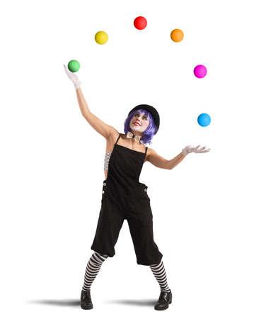Clown spelen met ballen als een jongleur Stockfoto