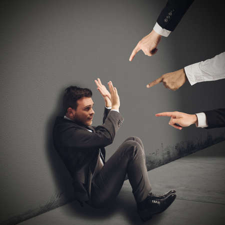 사업가 자신의 직장 동료에 의해 부당하게 비난 스톡 콘텐츠