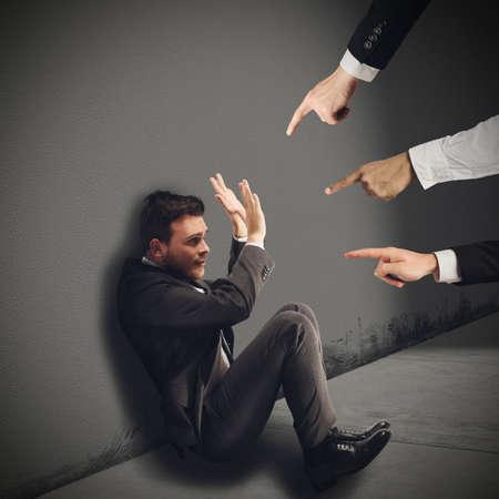 Empresario culpado injustamente por sus compañeros de trabajo Foto de archivo - 38266940