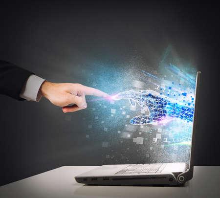 technologia: Połączenie między człowiekiem a światem wirtualnym Zdjęcie Seryjne