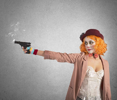 recite: Clown thief shoots whit gun still smoking