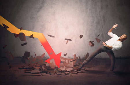 effondrement: Homme d'affaires effray� par un effondrement soudain stats Banque d'images
