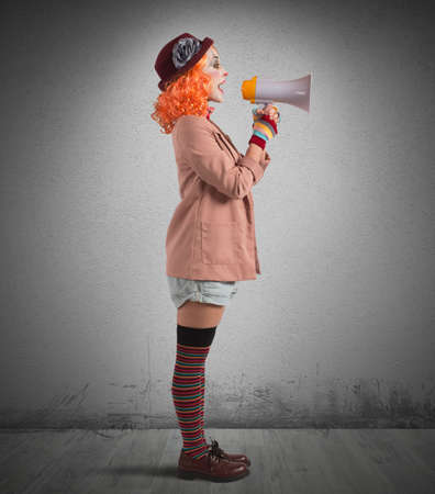 Clown announces the start of the show Banque d'images