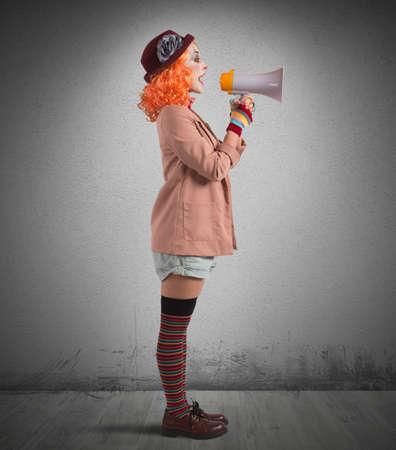 Clown announces the start of the show Archivio Fotografico