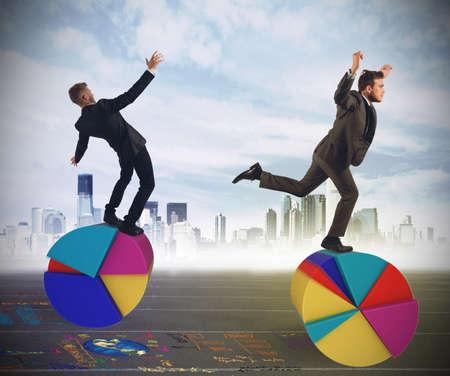 Les gens d'affaires que les acrobates de la finance et économie
