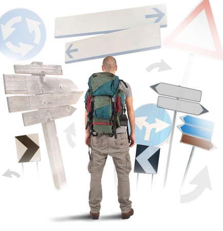 Verloren reiziger onbeslist welke weg te gaan