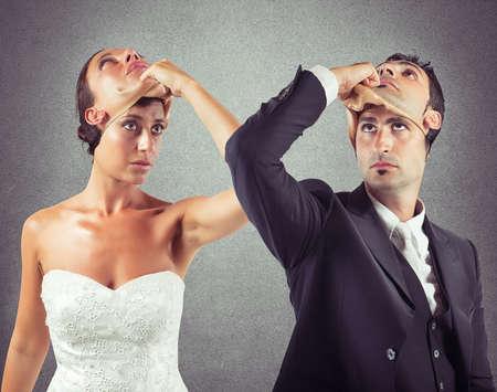 marido y mujer: Falso matrimonio entre dos personas no sinceros Foto de archivo