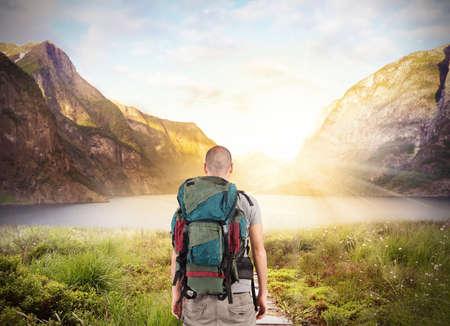 Explorer find a lake in beautiful landscape Imagens