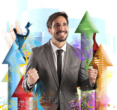 incremento: Hombre de negocios feliz regocija a su éxito financiero