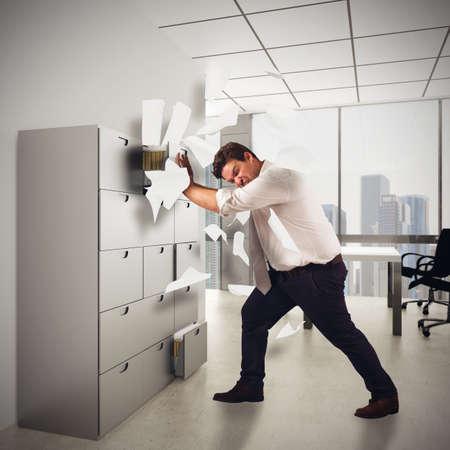 あまりにも多くの仕事からストレスがたまって実業家 写真素材
