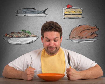 babero: Hombre hambriento piensa sobre qué comer Foto de archivo