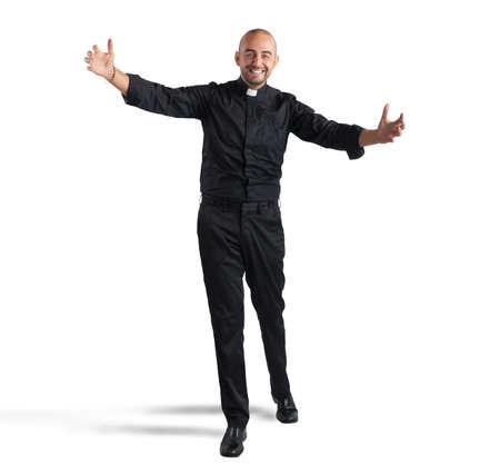 sacerdote: Alegre hombre sacerdote cumple su fiel sonriendo