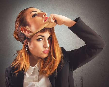 mascarilla: Chica alternativa con la perforaci�n desenmascarar una buena chica Foto de archivo